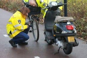 Ernstig ongeluk tussen fietser en scooter, Zijdelweg / Arthur van Schendellaan in Uithoorn