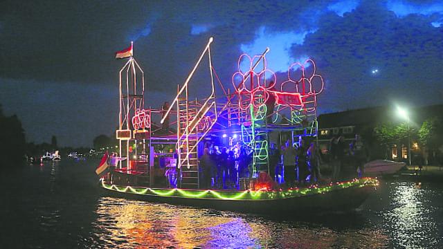 Kim en de Bok winnaars verlichte botenshow - Nieuwe Meerbode