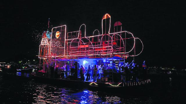 Veel bekijks voor verlichte boten - Nieuwe Meerbode