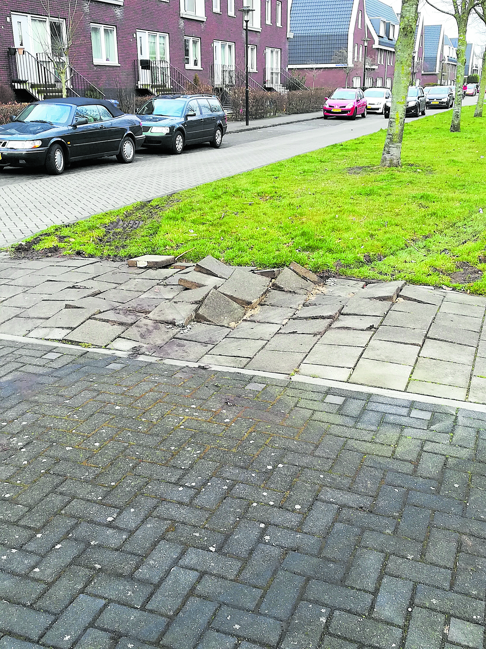 zijlijnstraat tegels kapot door vrachtverkeer
