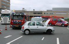 Schade aan auto na botsing met hek