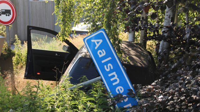 auto uit de bocht gevlogen