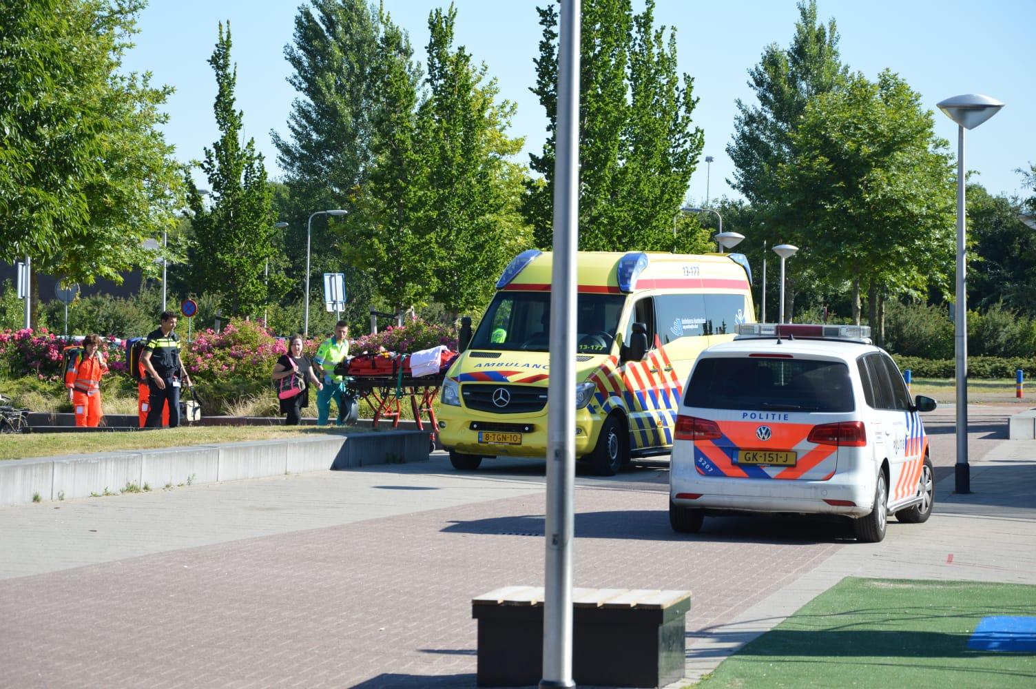 kind zwaar gewond na val uit boom