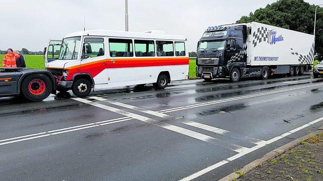 Flinke schade taxibus na aanrijding