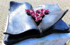 wandeling langs kunstwerken roos