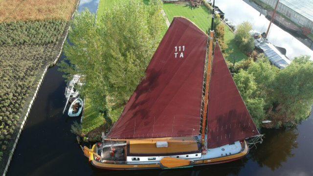 Aalsmeerse tjalk 3e in stormachtige Strontrace