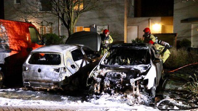 Twee auto's uitgebrand in Uithoorn